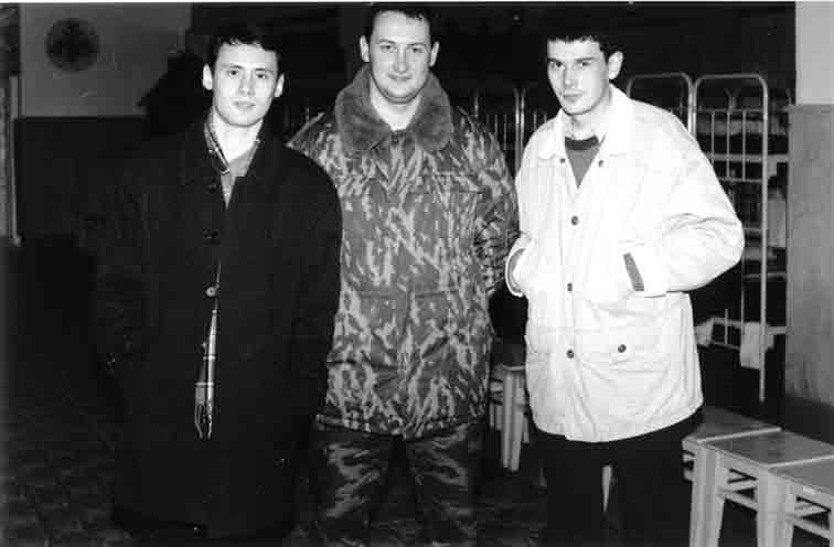 Ирек Насыров, прапорщик Пшениснов и Леха Болдырев. 2000 г.