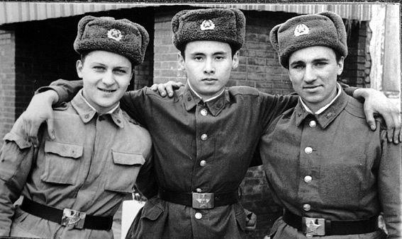 Я в центре. А Андрей Пистунов и Миха Лебедиков слева и справа от меня