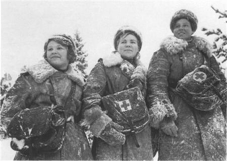 В годы войны женщины и девушки были медсестрами